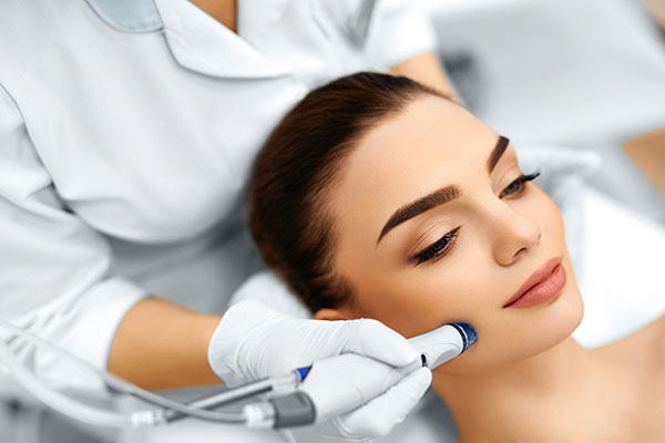 Woman receiving a Hydrafacial treatment